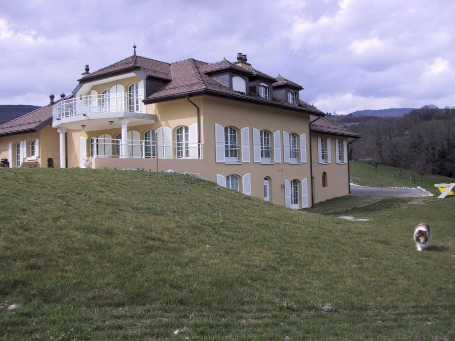 Chambre ensoleill e g nolier chambres d 39 h tes for Chambre d hote suisse