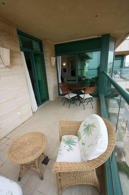 veranda du 6 etage avec vue sur mer