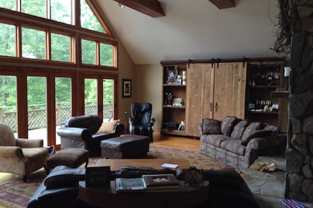 "Mountain Lodge ""Poplar Tree"" Suite - Cleveland"