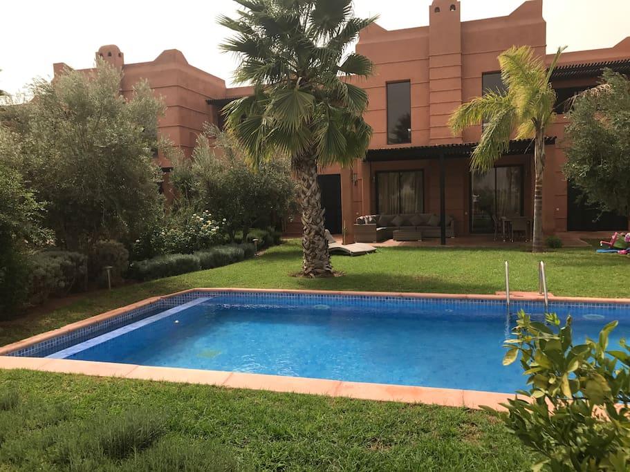 Villa vue sur golf les jardins de l 39 atlas villas for for Villa des jardins marrakech