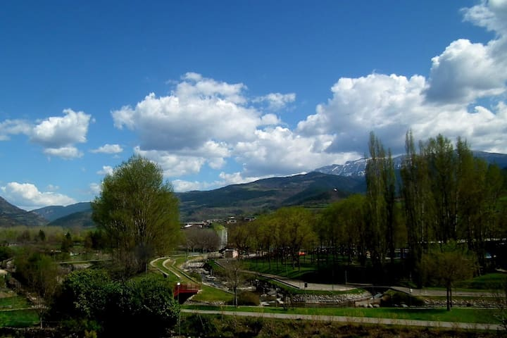 Room Cadí with amazing views. B&B - La Seu d'Urgell