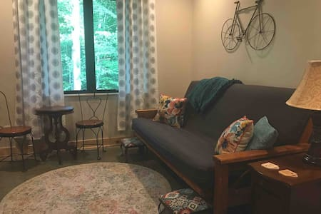 Captain Suite, Cycle Inn Brown County King-Private