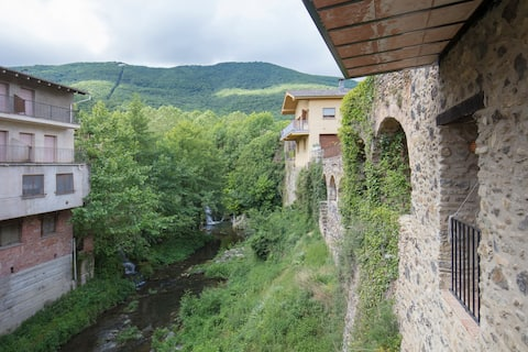 2 bedroom apartment with balcony view over river