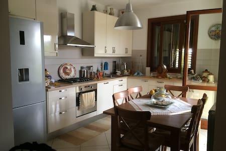 Accogliente Villa Indipendente - Petrosino