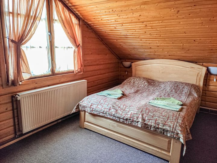 """Котедж """"Синя гора"""" з двоспальними ліжками."""