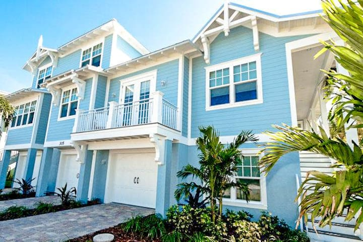 Newly built home with private pool only a few blocks away from Gulf beaches!