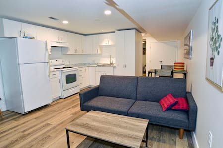 Bungalow @ Belmont: New, close to downtown and TRU