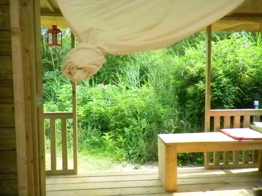 entree en veranda met bankje