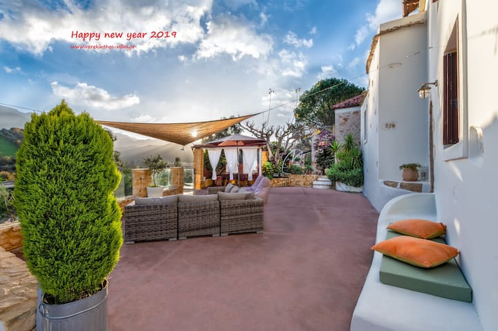 Traditional Villa with pool Verekinthos