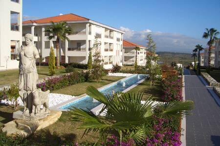 Уютная квартира с видом на горы - Side - Wohnung