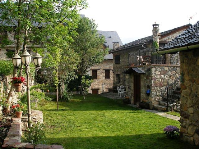 Apartamento Poset con Jardín
