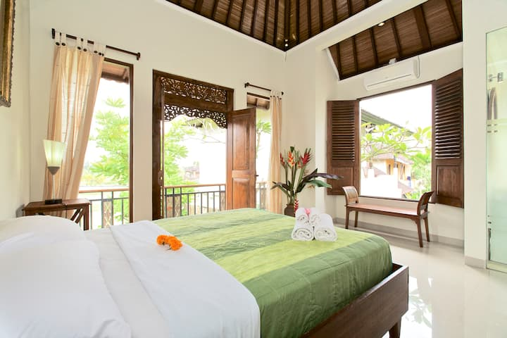 Bright and Cosy Balinese Cottage with Pool