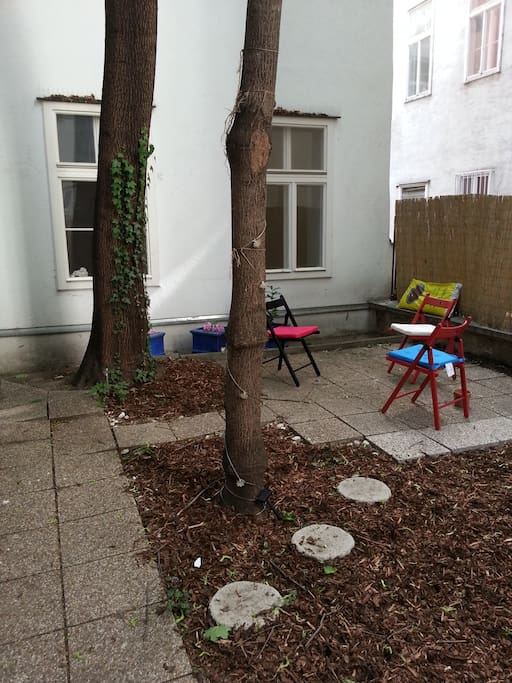 Private garden (belongs to the apartment)