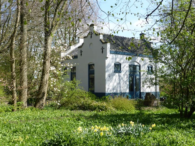 Romantic railway building - Scharwoude - House