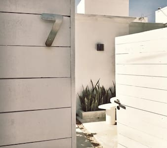 This beautiful boutique casita provides a relaxed and comfortable stay. It is designed with a minimalist playa decor with mostly white tones to create an open airy feeling. Located in a quite neighborhood close to the main acces to the beach.