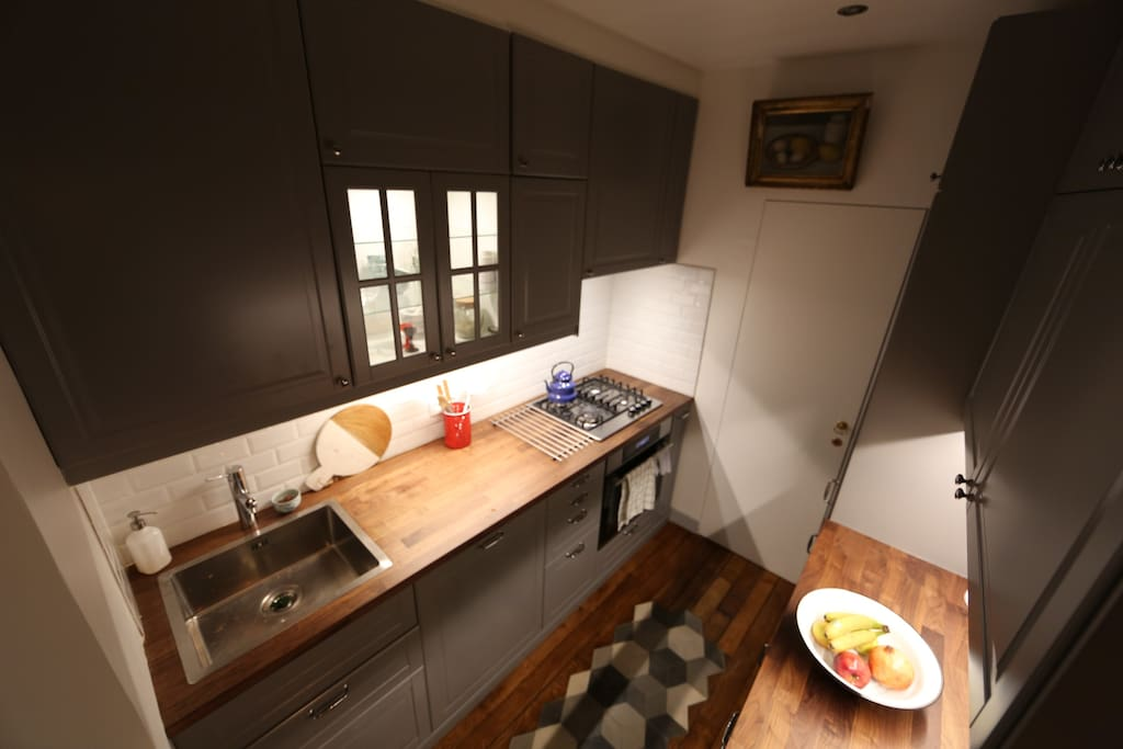 La Cuisine - The Kitchen fully equipped with gas stations, oven, dishwasher.