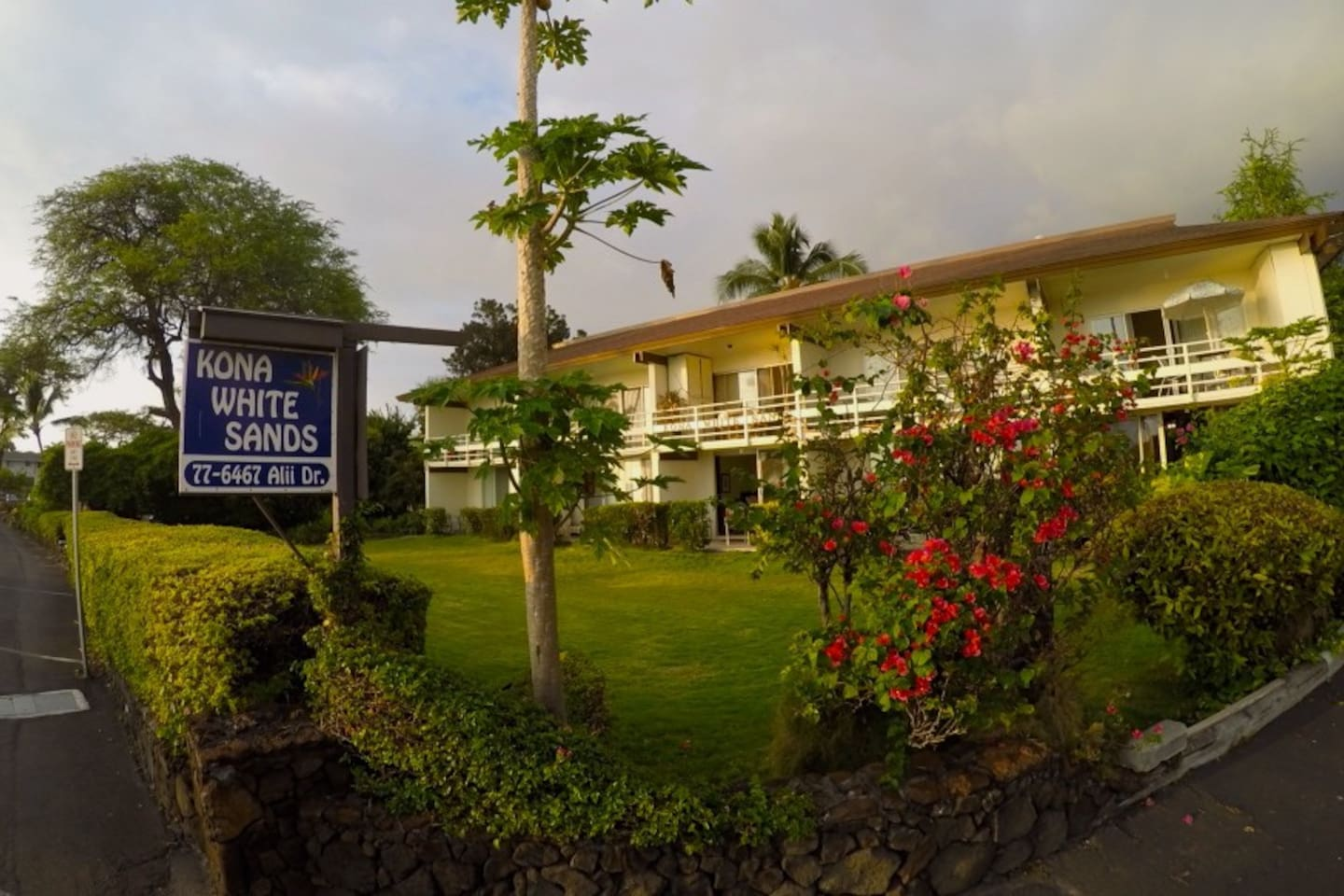 Oceanfront & New @ Magic Sands Bch! - Apartments for Rent in Kailua ...