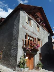 Ancien Hotel, Artists. Room 9 - Saint-Dalmas-le-Selvage