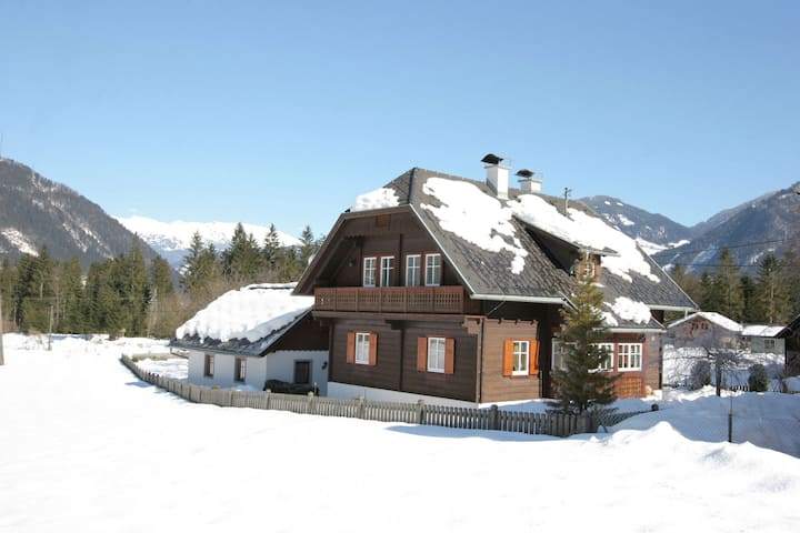 Scenic Holiday Home in Kleblach - Lind with Sauna, Garden