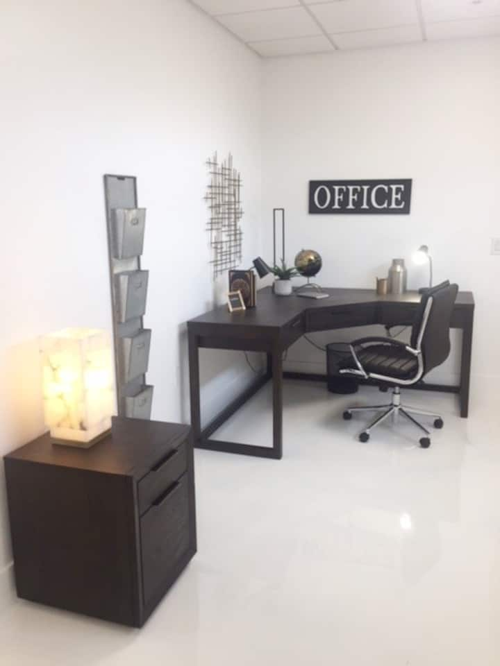 Clean & Spacious Live/Work Studio