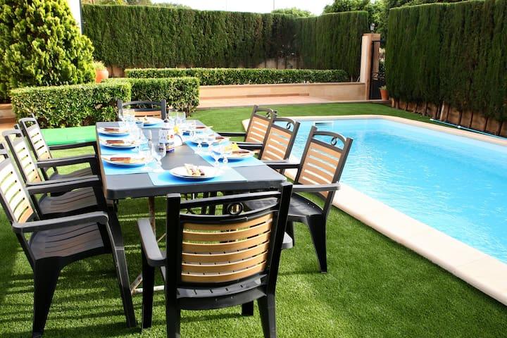 Desayunar, comer y cenar en el jardín.