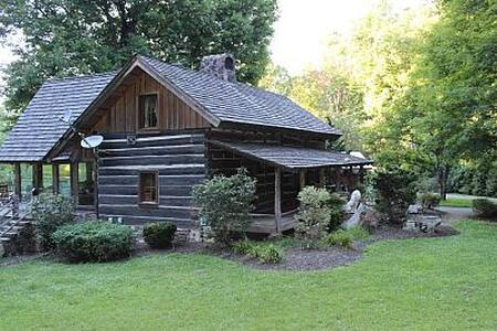 Authentic Log Cabin on Horse Farm - Knoxville - Cabane