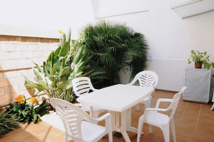 Helena. Apartamento con patio