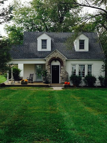 Quiet 1930's Cape Cod Country Home - Smiths Grove - Bungalo