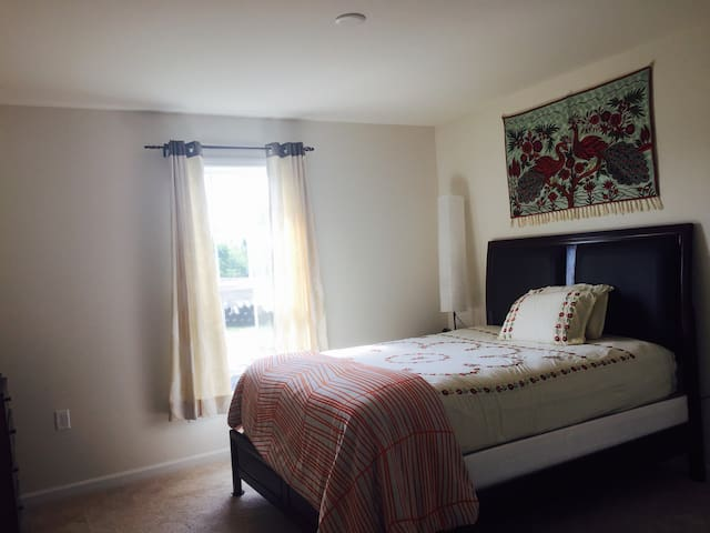 #Banaras# New Private Clean Bedroom - Mechanicsburg  - Haus
