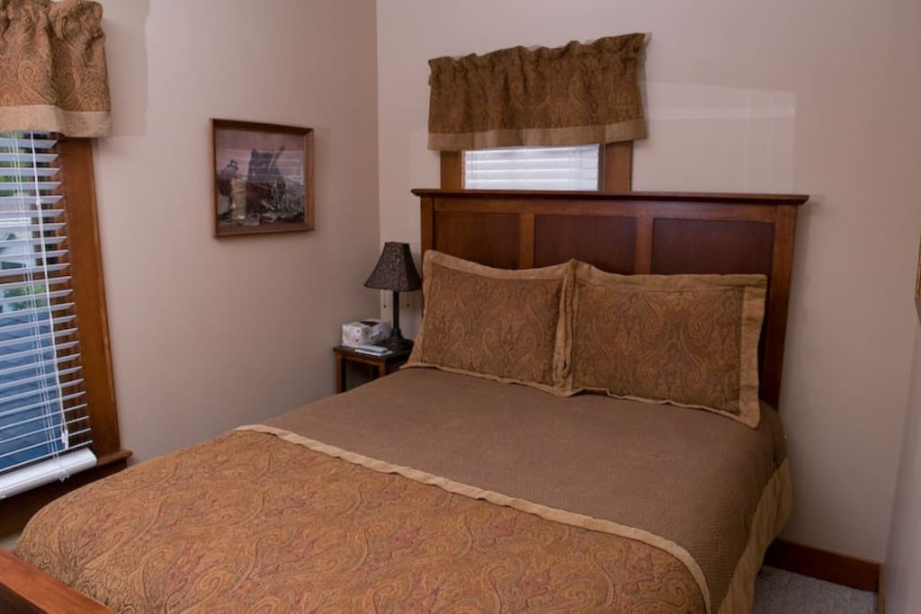 Captain Morgan Queen Room on 2nd Floor with Private Bathroom
