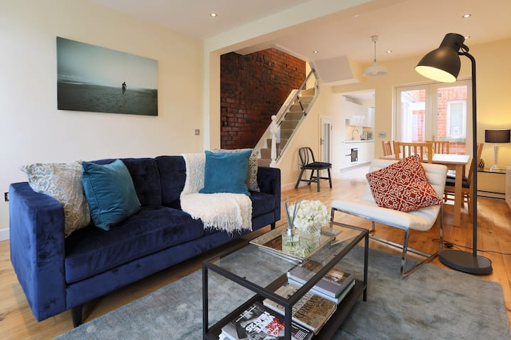 Luxuriously Restored Large 3 Bed Victorian House