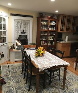 Private room in beautiful River Town house. - Tarrytown - House