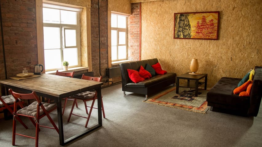 Loft on the Neva river. 15min walk to Hermitage