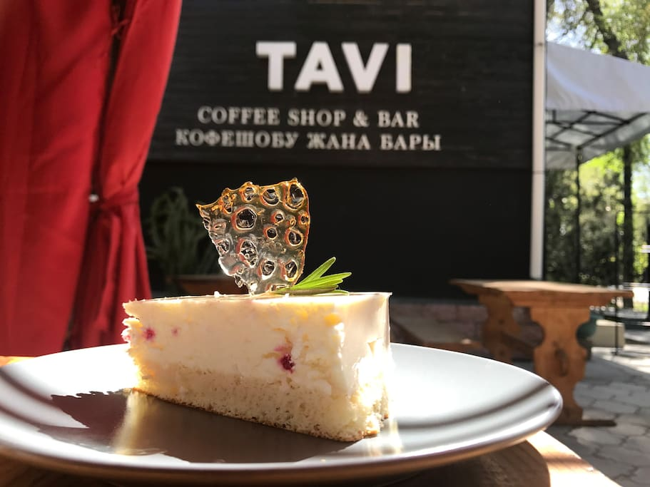 Desserts that you can enjoy at the courtyard terrace of Tavi Bar and Cafe