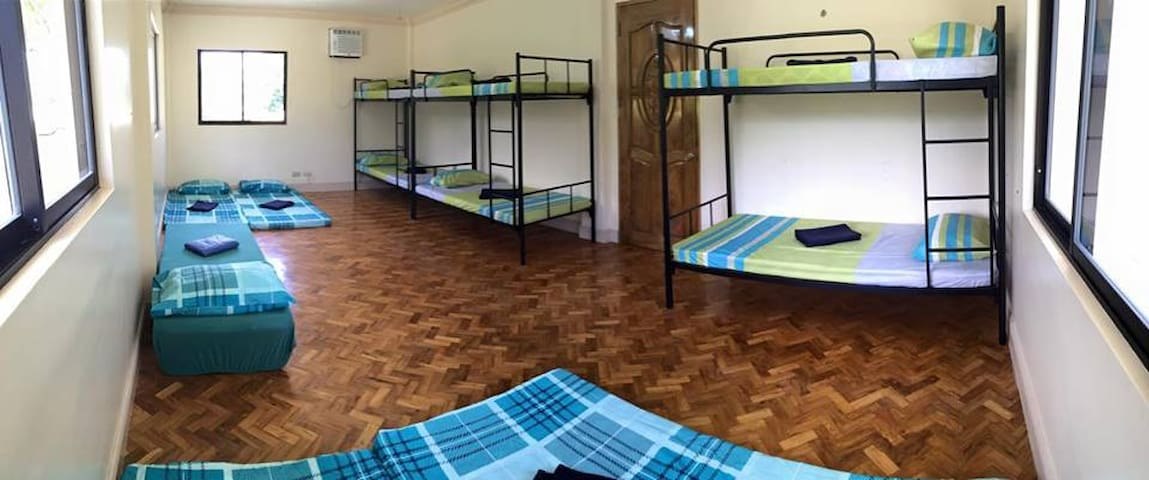Clean Dormitory rooms with AC und two bathroom for up to 14 Persons promo rate just PHP 500.- per person.(PRICE ON THIS PAGE)