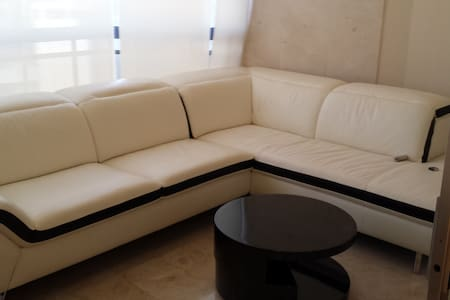 Deluxe 3 Bdr Apt in Central Beirut -  Mar Elias - Lägenhet