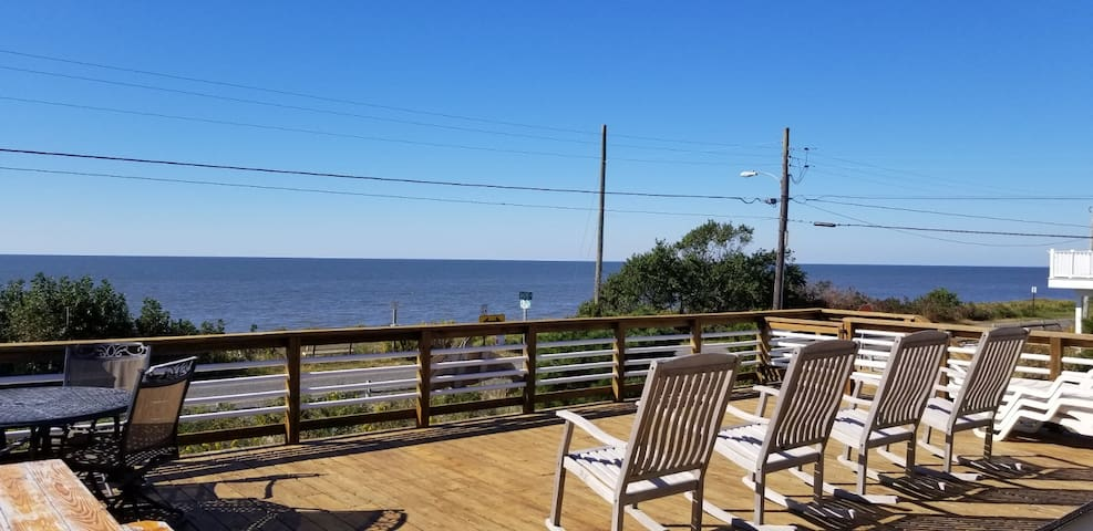 Breathtaking Views & Sunsets on The Delaware Bay..