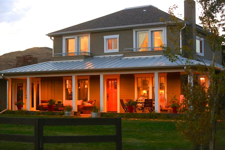 Inn at WhiskeyBelle Ranch NightHawk - Livermore - Bed & Breakfast