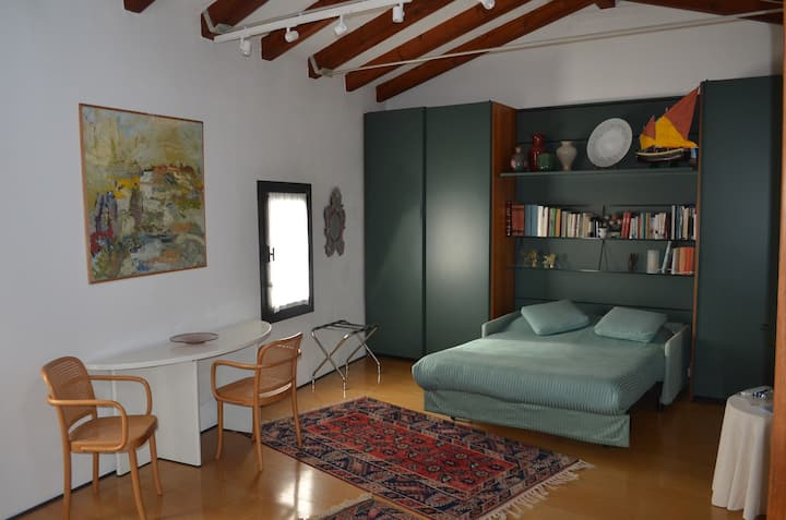 Studio apartment in Murano
