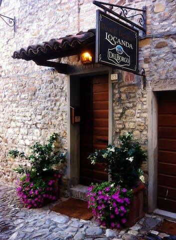 La Locanda Del Borgo - Torrechiara - Torrechiara - Bed & Breakfast