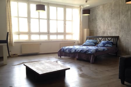 the top 20 lofts for rent in berlin airbnb berlin loft loft berlin. Black Bedroom Furniture Sets. Home Design Ideas