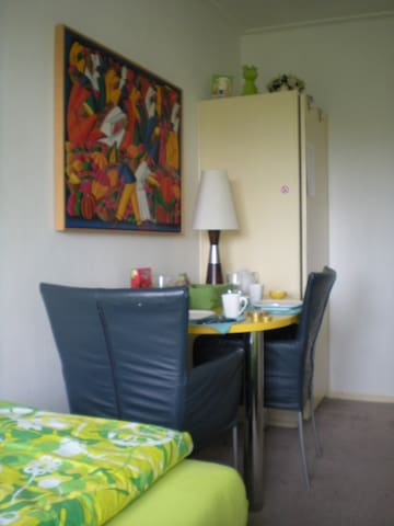 Room + breakfast . gts kitchen use - Groningen - Bed & Breakfast