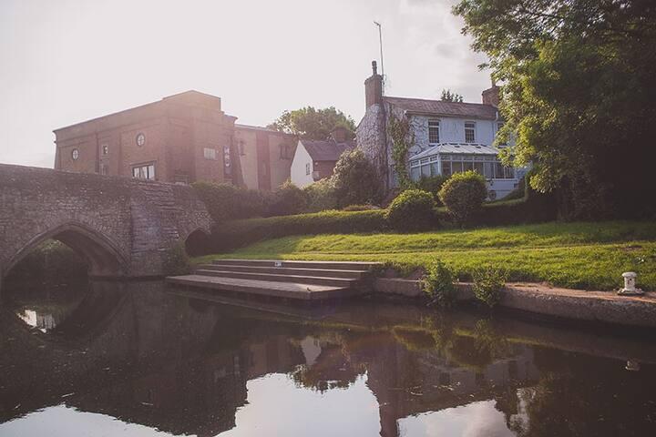 The Farleigh Riverside Suite