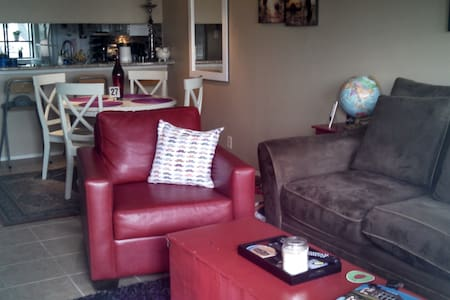 Amazingly Cozy 2BD-SoCo w/Parking