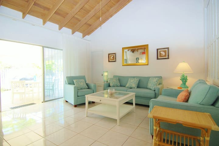Private 2 Bed Villa Near Atlantis!