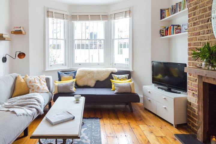 Stay in a Charming Garden Flat in Fulham
