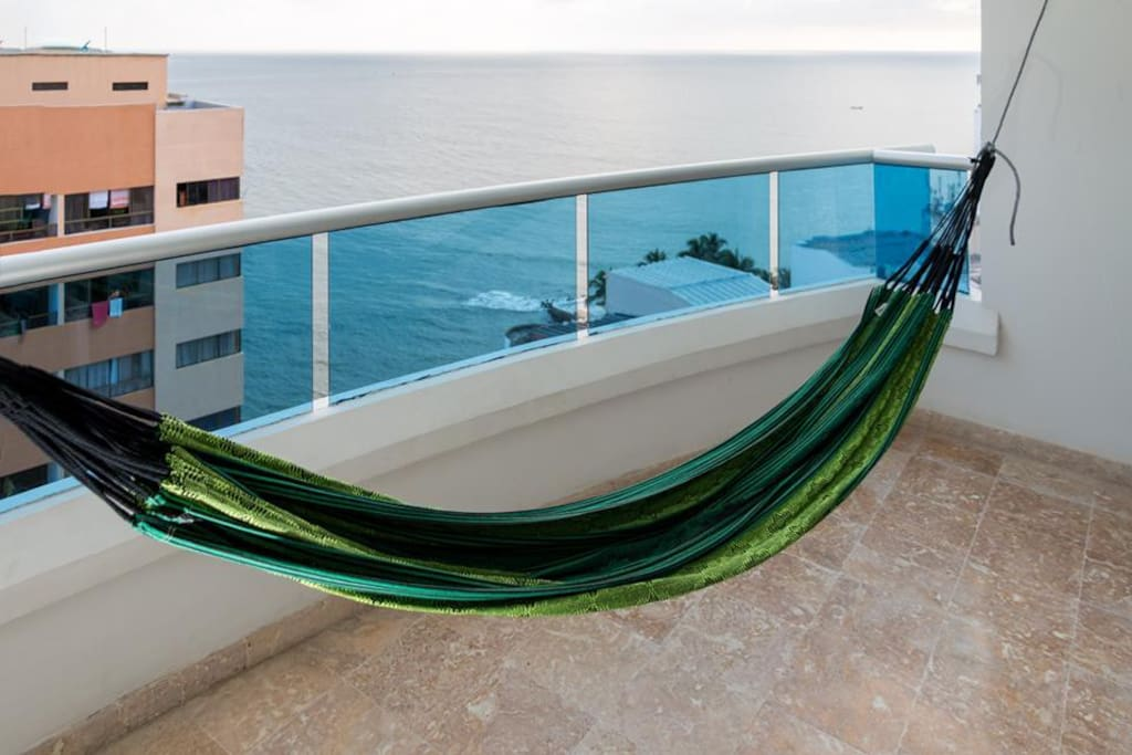 Hammock and Waves sounds... Peaceful!
