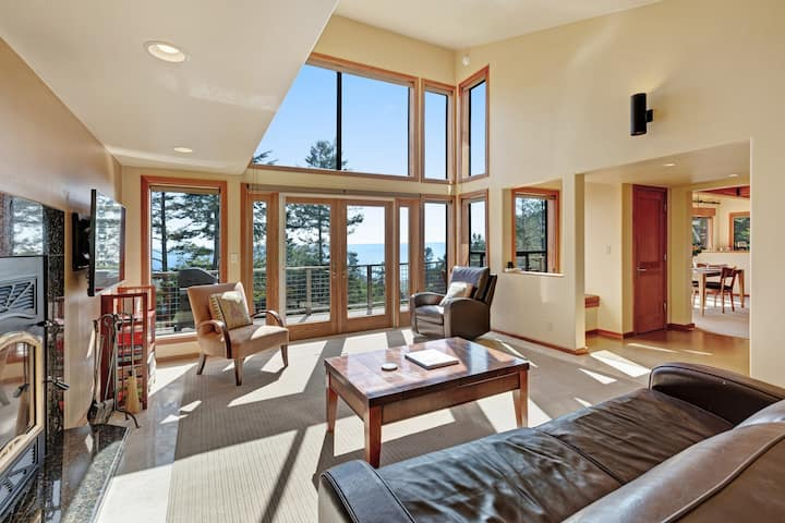 Blue water & white water views, private setting, shared pools, saunas & tennis!