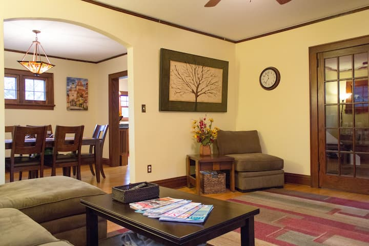 ★ Close to UW & Downtown | 4 BD | Family friendly