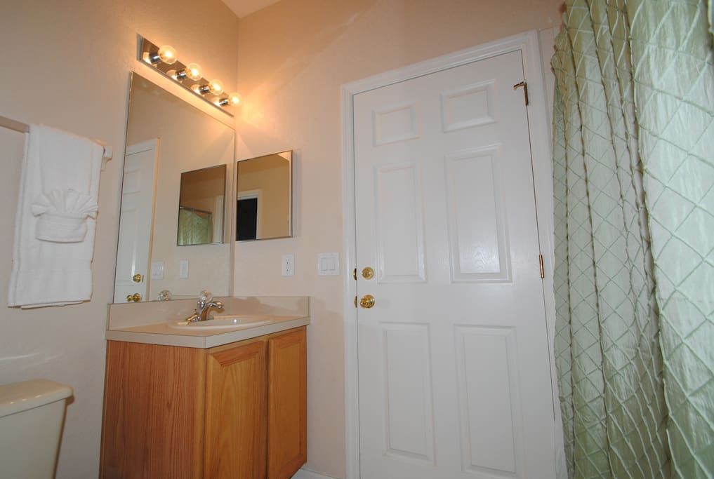 Indoors,Room,Lighting,Sink,Light Fixture